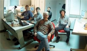 Teleskop-Kontrollraum. Die Beobachter Sven Klügl, Matthias Busch, Rainer Kresken, Erwin Schwab und Fernando Rodriguez kurz bevor sie die Arbeit einholt.