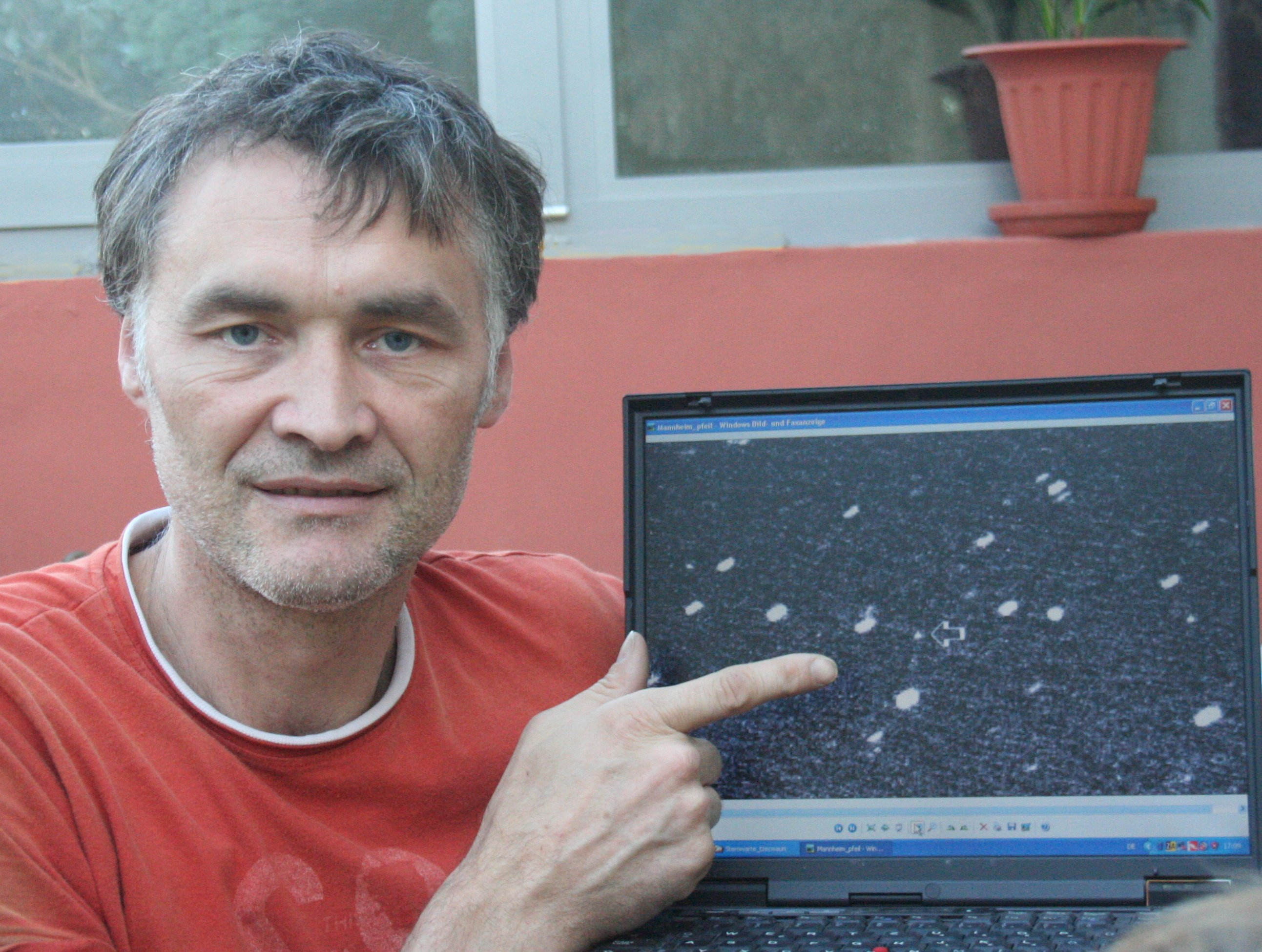 The discoverer with Laptop at his hometown Egelsbach