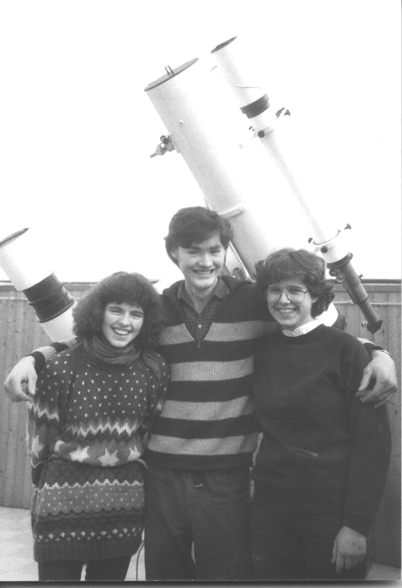 Preisträger des Astronomie-Jugendpreises 1983 der Starkenburg-Sternwarte. vlnr: Anke Diehl (2.Preis), Erwin Schwab (1.Preis) und Gabriele Klees (3.Preis)