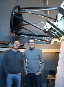 Die Entdecker am Entdeckungsteleskop, der 0.6m Cassegrain der Taunus-Sternwarte
