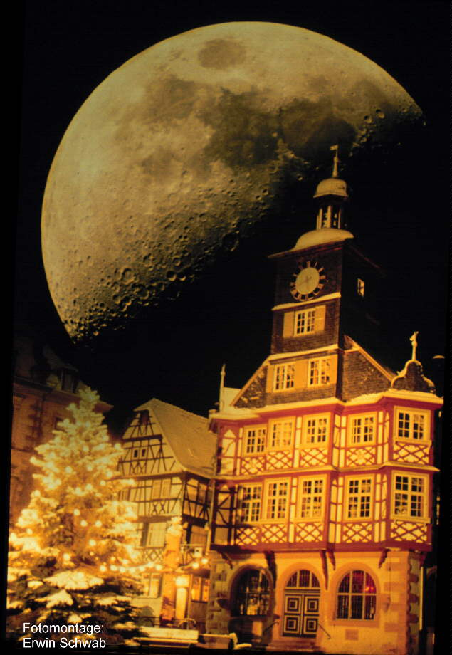 Rathaus von Heppenheim mit Mond: Einzelfotos und Fotomantage: Erwin Schwab
