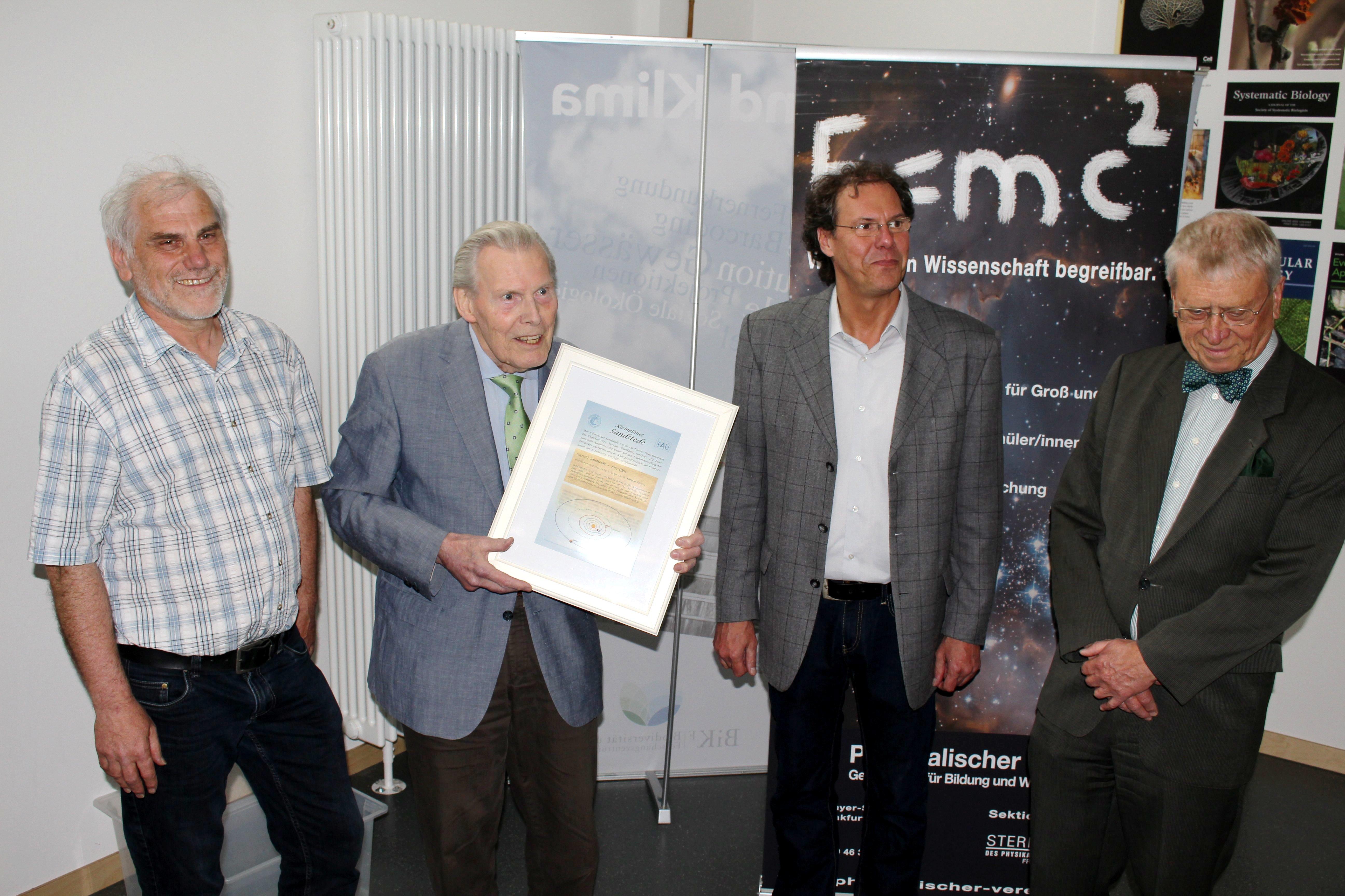 vlnr: Rainer Kling, Gerd Sandstede (der geehrte), Stefan Karge, Wolfgang Grünbein
